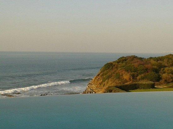La Réserve : La piscine et l'océan