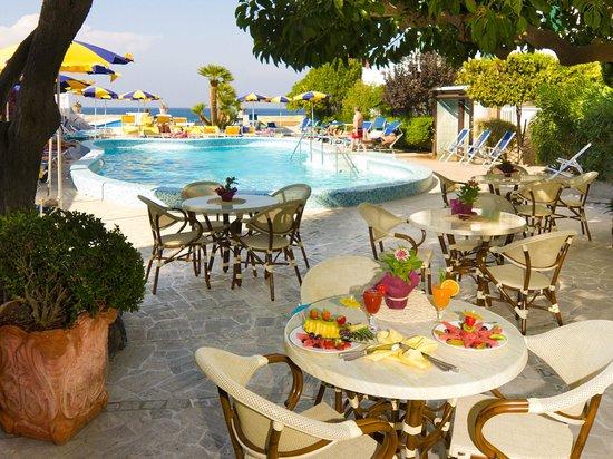 Ischia Porto, Włochy: Hotel Ambasciatori
