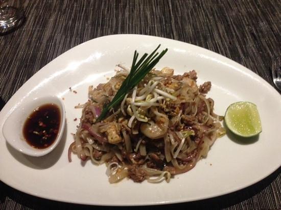 Hilton Fiji Beach Resort & Spa: pud thai at the asian themed restaruant