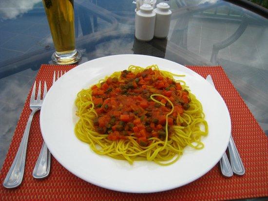 Nyungwe Top View Hill Hotel: spaghettis et légumes de saison