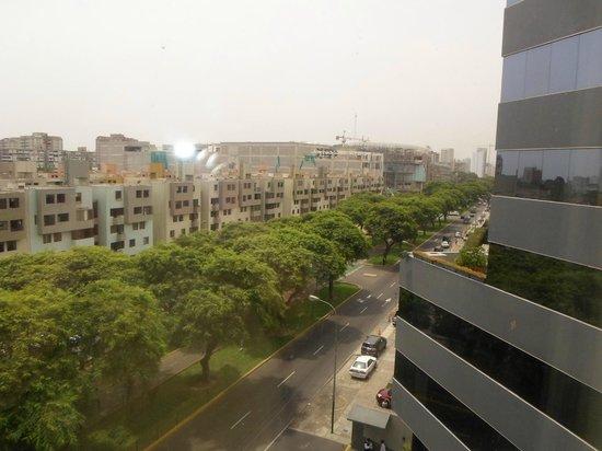 Melia Lima: Desde la sexta planta, vistas fantásticas a la avenida principal