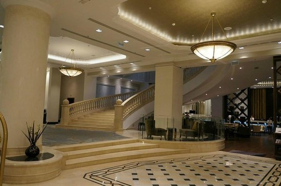JW Marriott Bucharest Grand Hotel : Grand staircase.