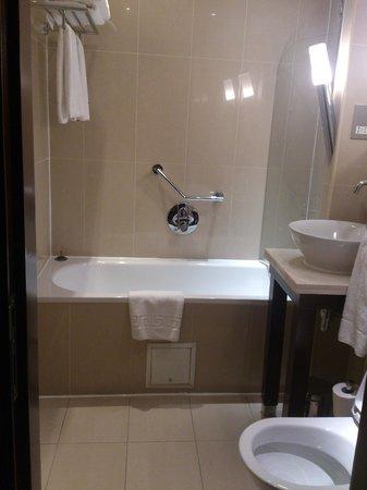 Shaftesbury Premier Hotel London Paddington : clubroom bathroom