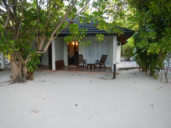 Sun Island Resort and Spa : terrasse privative du bungalow