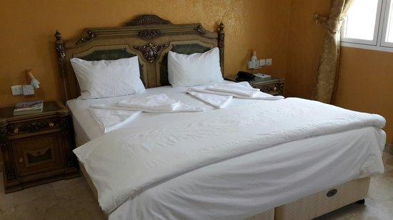 Jibreen Hotel: Suite bedroom