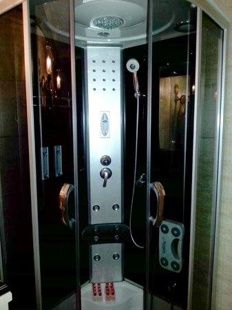 Emine Sultan Hotel: prysznic