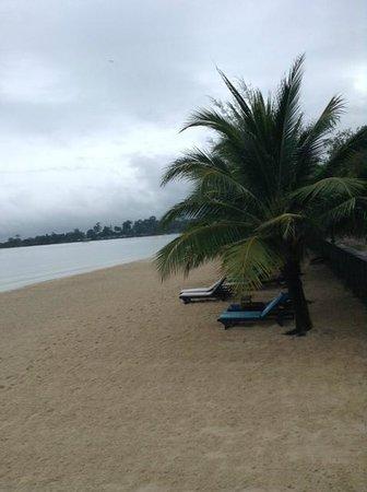 Sokha Beach Resort: 1,5 км скрипучего песочка