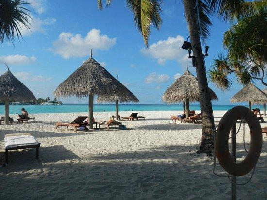 Sun Island Resort and Spa : vue coté snack et piscine