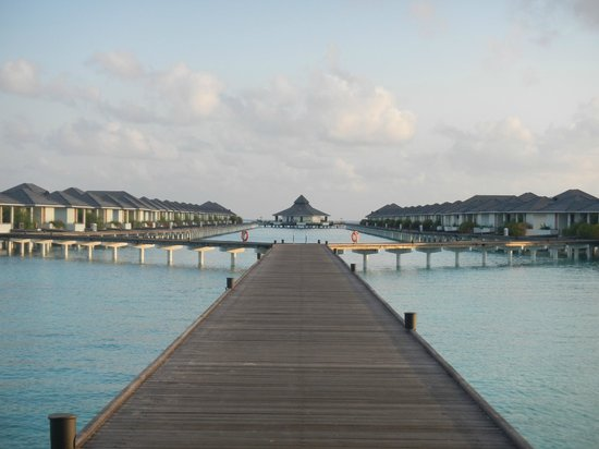 Sun Island Resort and Spa : ponton des pilotis