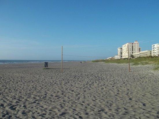 La Quinta Inn Cocoa Beach: Early morning walk