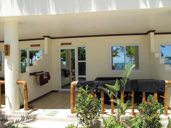 Ocean Vida Beach & Dive Resort : the room