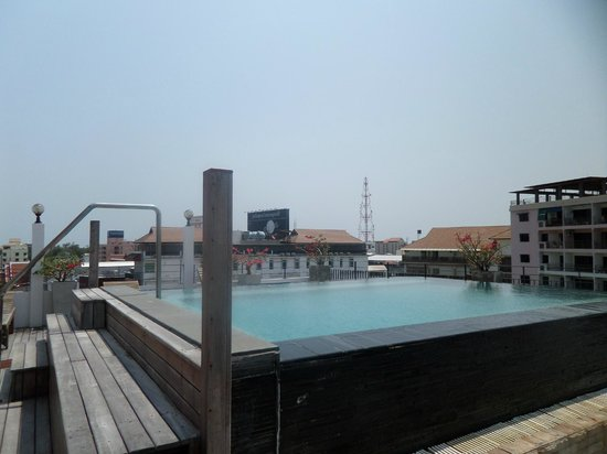 My Place @ Hua-Hin Hotel : jacuzzi on roof top