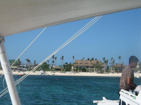 Ocean Vida Beach & Dive Resort: in front of the Hotel