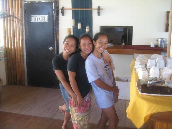 Ocean Vida Beach & Dive Resort: Hotel restaurant staff