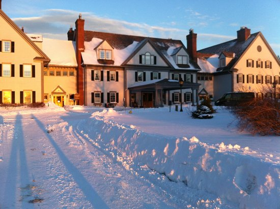 The Essex, Vermont's Culinary Resort & Spa: Main building at sunset.