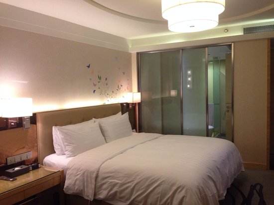 Pullman Linyi Lushang : Nice room with attached bathroom
