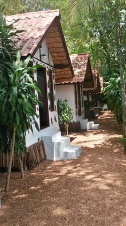 Milky Bay Resort: Small bungalows
