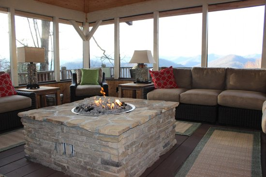 Snowbird Mountain Lodge Bed and Breakfast: Screen Room