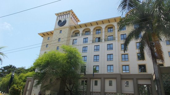 Southern Sun Dar es Salaam: Southern Sun Hotel Exterior