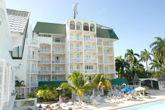 SeaGarden Beach Resort: Larger building