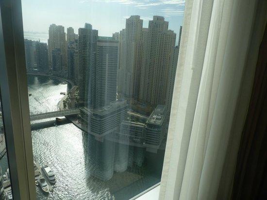 Address Dubai Marina: View from our bathroom