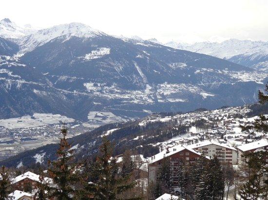 Hotel Le Mont-Paisible : Потрясающий вид из окна отеля на долину.