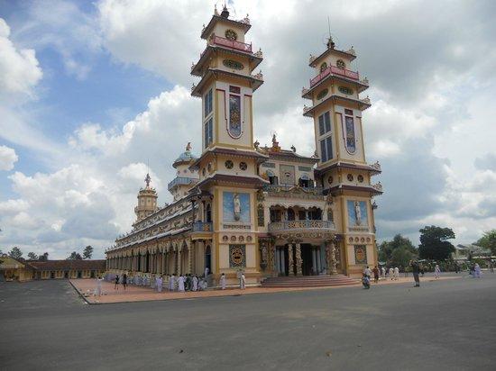 Cao Dai Temple : Entrée principale du temple Cao Dai