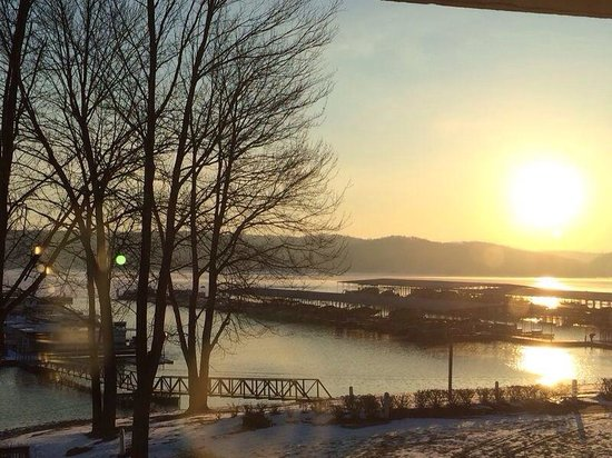 Fourwinds Lakeside Inn & Marina: Sunrise... So lovely
