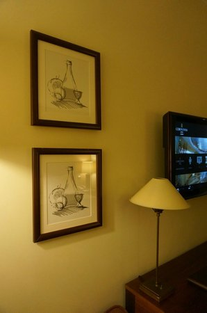 Corinthia Hotel Lisbon: Decorative Pictures Room 1317