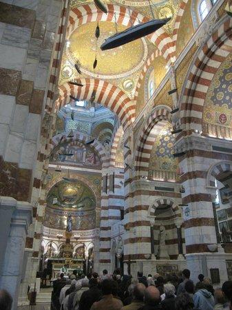 Basilique Notre-Dame de la Garde : Воскресная служба