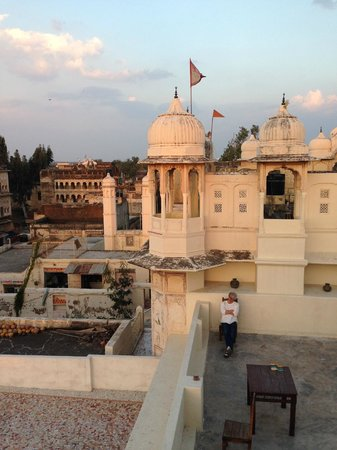 V Resorts Paawana Haveli Mandawa : From the hotel, looking to the temple next door.