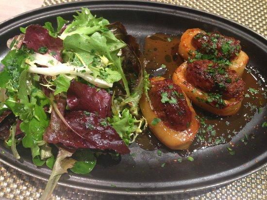 Les Cocottes de Christian Constant: Cocotte pommes de terre farcies au pied de porc