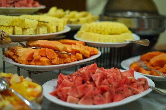 Amaya Hills: Viele Früchte am Buffet