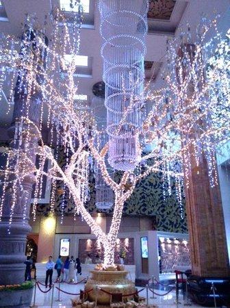 NagaWorld Hotel & Entertainment Complex : Денежное дерево Нага