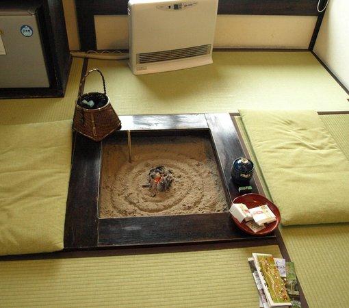 Irorinoyado Katsuraginosato : 部屋 囲炉裏