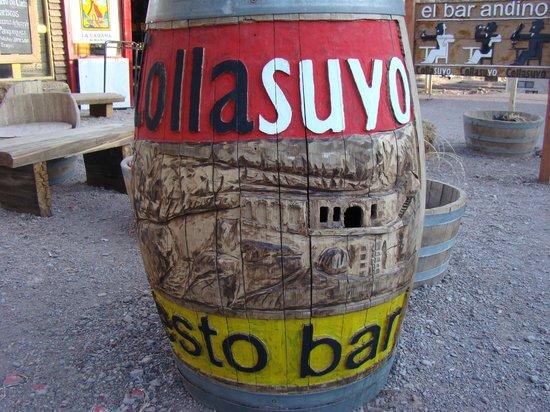 Collasuyo : Barrica tallada con el motivo de Puente del Inca