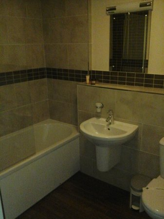Ribby Hall Village Self Catering Accommodation: Main Bathroom