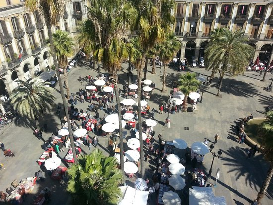 Hotel DO: View from public terrace onto Placa Reial