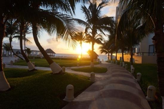 Crown Paradise Club Cancun: sunrising