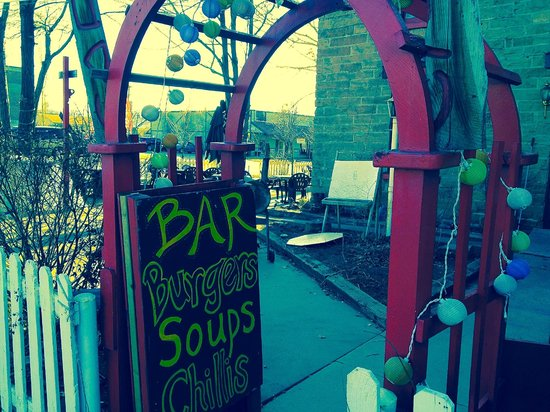 Sidetrack Cafe: Plenty of outdoor seating