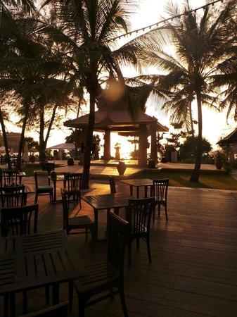 Kata Beach Resort and Spa : COUCHER DE SOLEIL