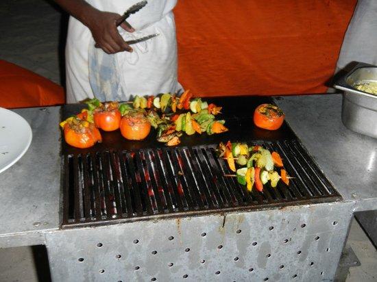 Sands Suites Resort & Spa: barbecue sur la plage