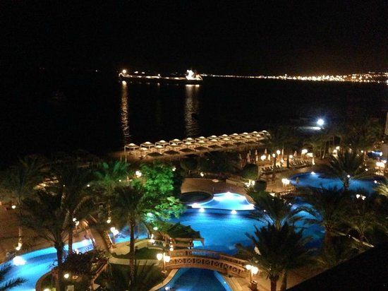 InterContinental Aqaba Resort: the pool view At Night :)