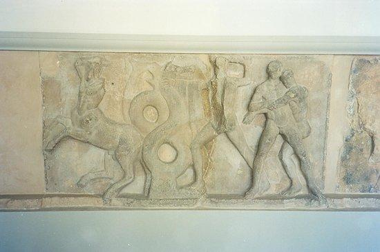 Musée archéologique de Delphes : fregio