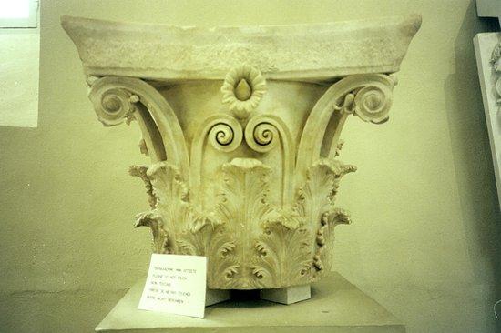 Musée archéologique de Delphes : capitello