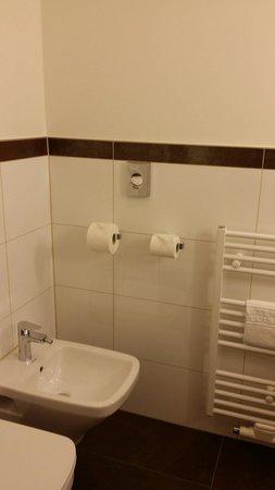 Kastens Hotel Luisenhof: Toilet separate from the bathroom