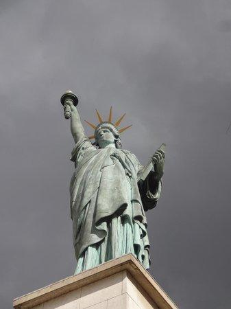 Statue of Liberty: Replik Freiheitsstatue in Paris
