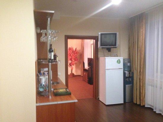 Forum Hotel: Прихожая и кухня
