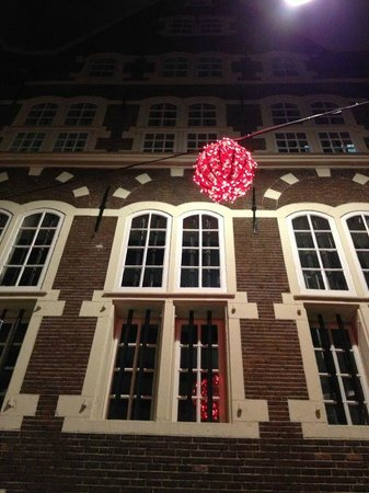 Hotel V Nesplein: фасад отеля