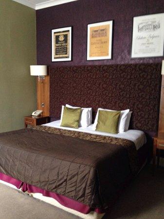 Hallmark Hotel Derby Midland: 2 separate beds..